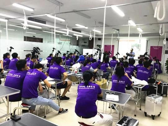 上海派多格宠物技术专修学校第1期美容班毕业典礼