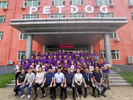 沈阳派多格千亿国际技术专修学校第1期C级美容班毕业典礼